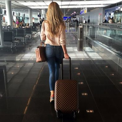 fotos-no-aeroporto-postura-feminina14