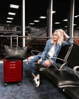 fotos-no-aeroporto-postura-feminina17