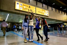 fotos-no-aeroporto-postura-feminina9